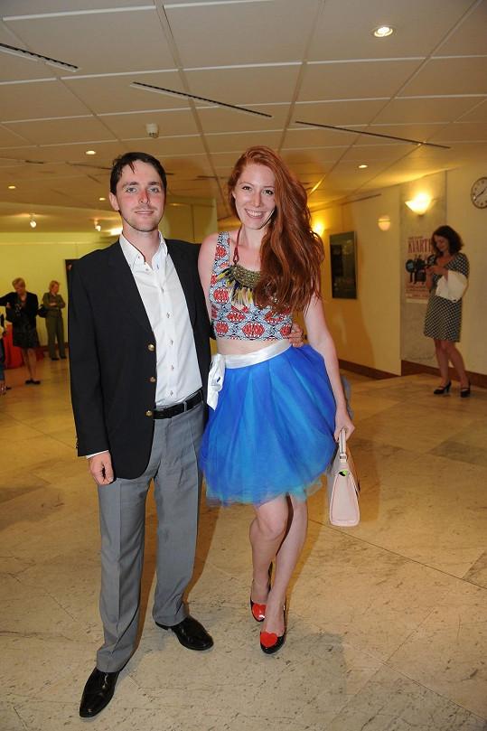 Nikol Kouklová s přítelem Karlem Heřmánkem na zahájení Dnů slovenského divadla v divadle jeho rodičů.