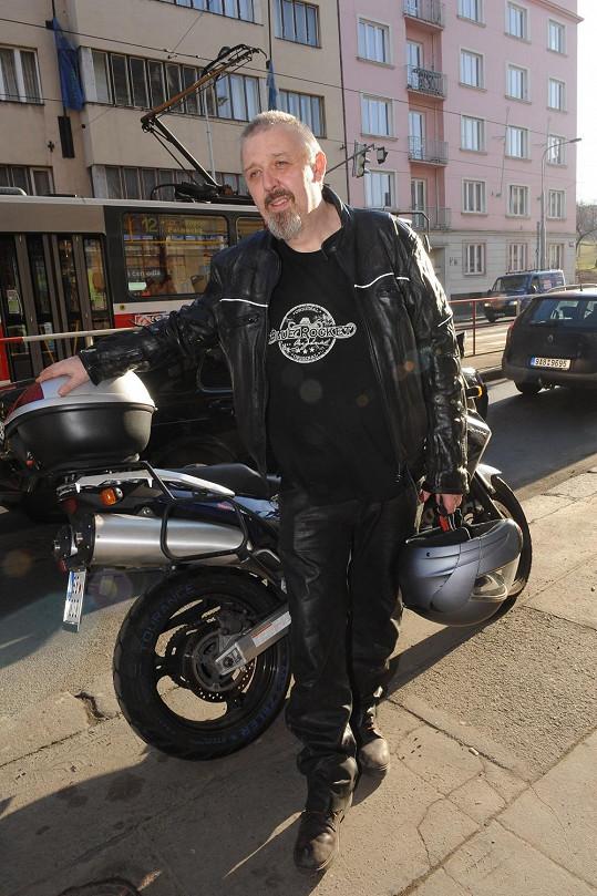Pavel zatím nezhubnul tak, aby neuzvednul motorku.