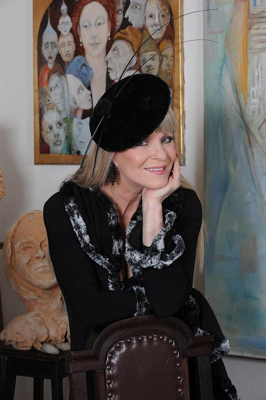 Chantal Poullain okouzluje neutuchající noblesou a šarmem.