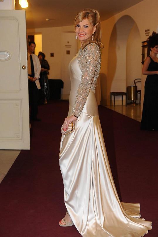 Tamara v luxusních šatech světového návrháře.