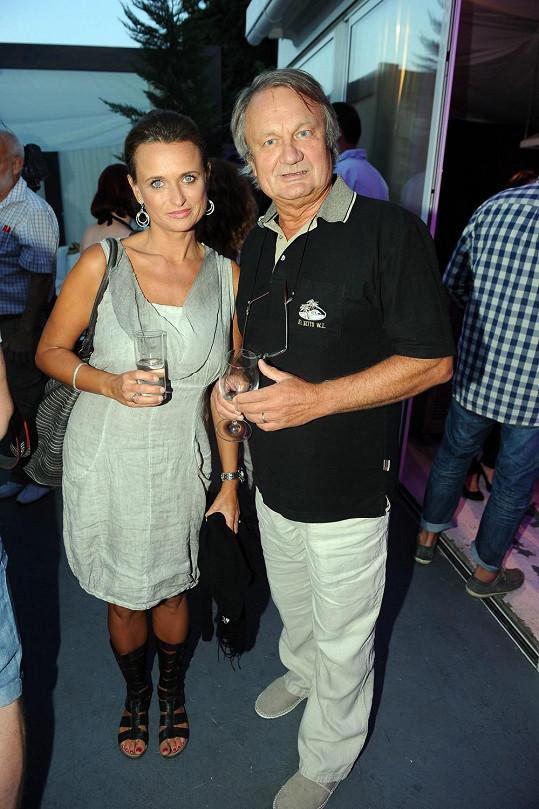 Manželé Adamcovi na seriálové párty