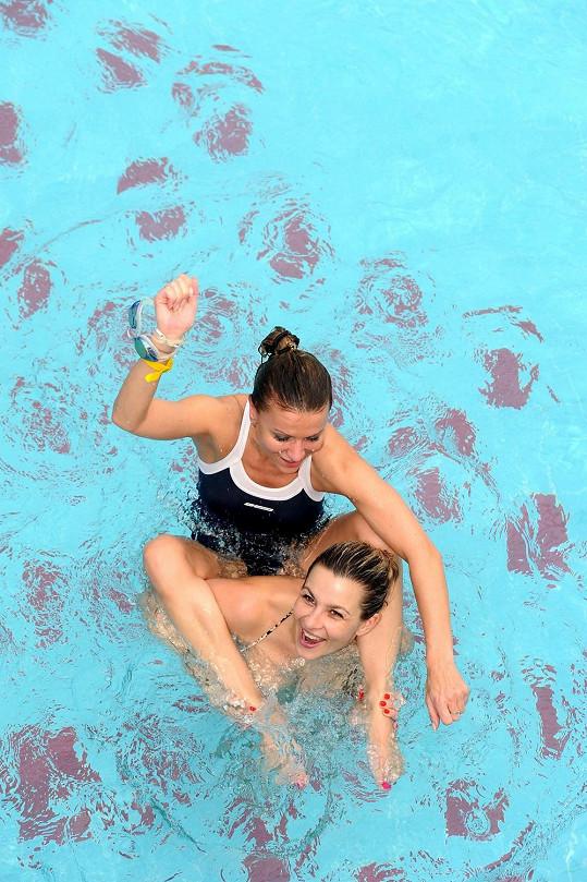 Monika Marešová a Yvetta Blanarovičová řádily v bazénu