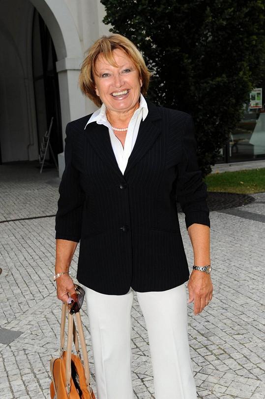 Uznejte sami, že tahle dáma na sedmdesát nevypadá.