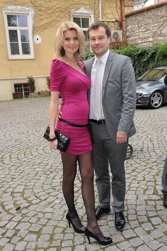 Na Ivetě Vítové už je poznat těhotenské bříško.