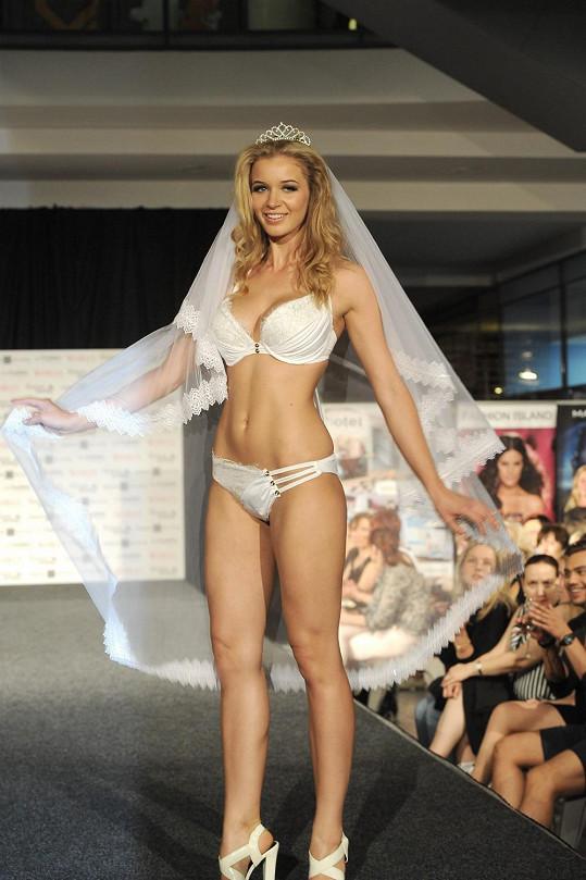 Gábina předváděla i svatební plavky.