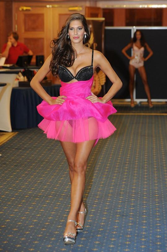 Miss České republiky předvedla spodní prádlo a model z dílny Petra Kaloudy.