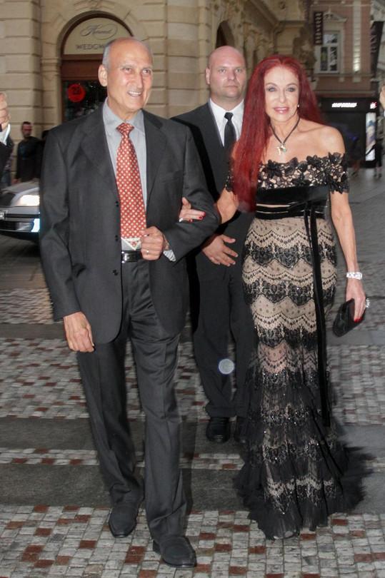 Tyhle šaty si Blanka Matragi zmáčela na luxusním večírku...