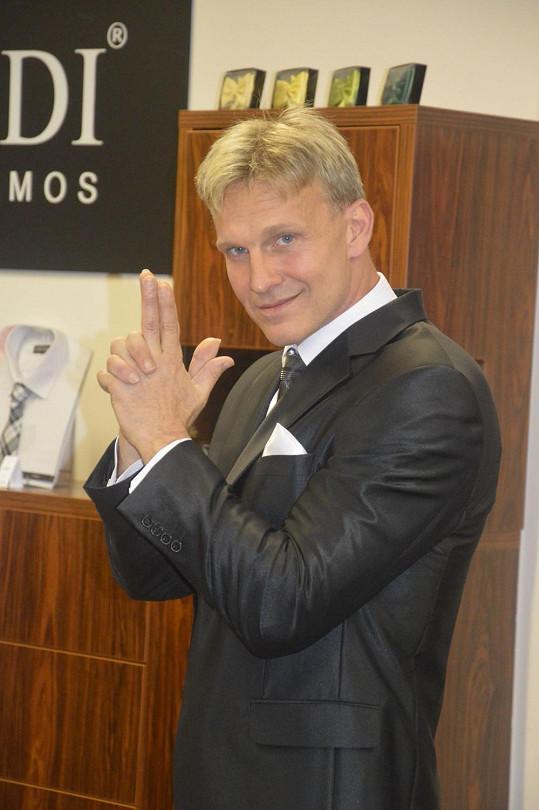Martin Maxa jako český James Bond.