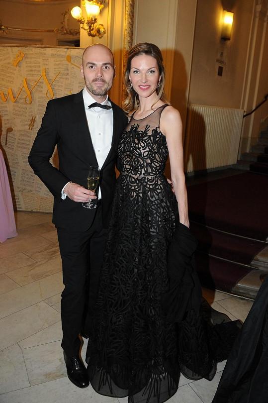 Pavlínu doprovodil přítel jejího stylisty Filipa Vaňka Antonín.