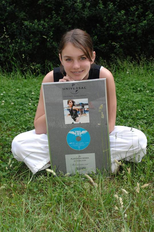 Ewa Farna coby třináctiletá holka s rovnátky.