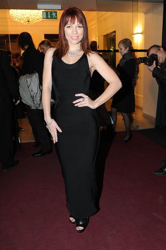 Michaela Nosková měla jako jedna z mála dlouhé šaty.