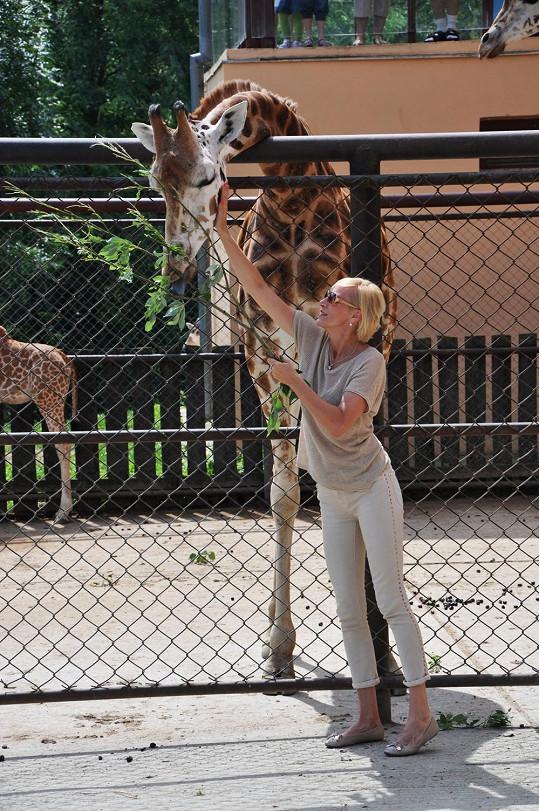 Jedna z nejvyšších českých zpěvaček křtila i žirafy...