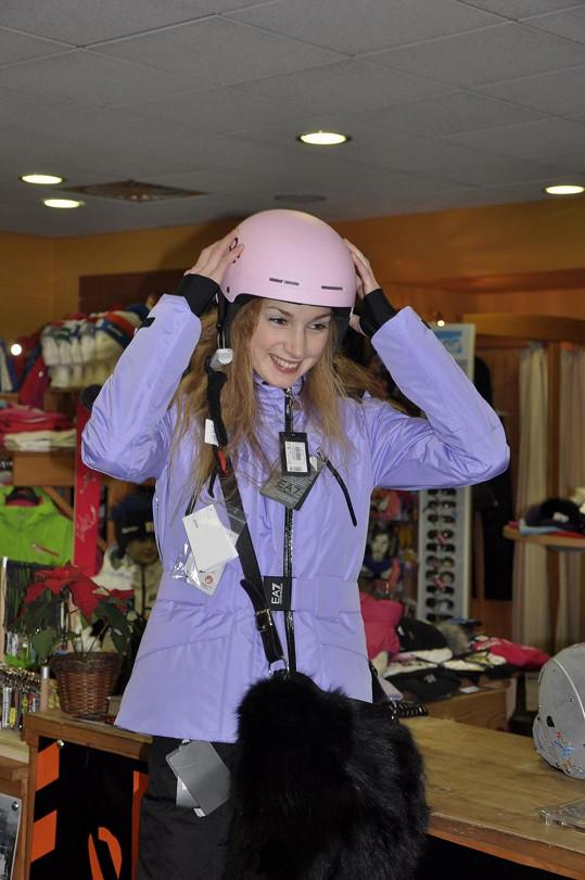 V růžové helmě vypadala rozkošně.