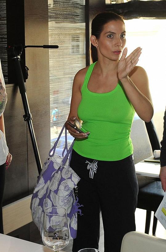 Eva Decastelo na natáčení zvolila především pohodlný outfit.