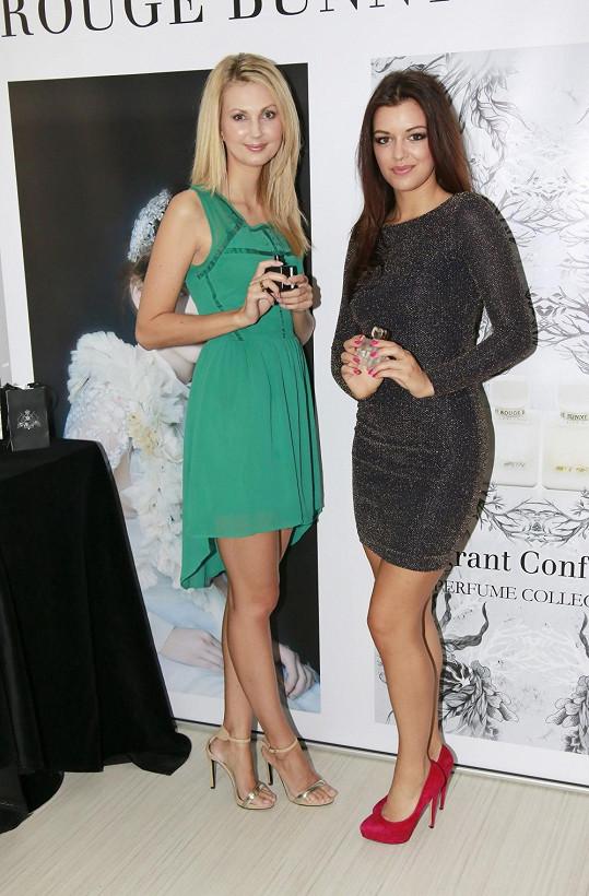 Sandra s modelkou Jitkou Válkovou, který si také nechala poradit, jak se nejlépe líčit.