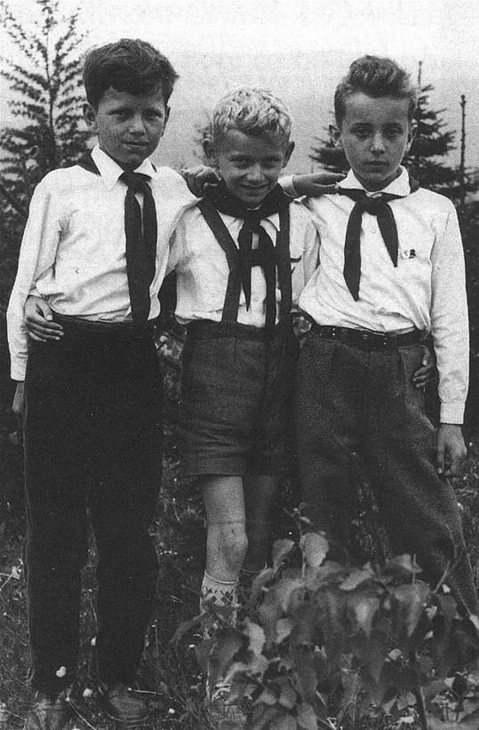 Josef Klíma (uprostřed) v roce 1960
