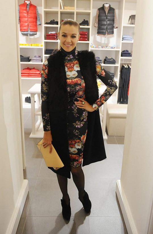 Iva Kubelková na otevření módního obchodu
