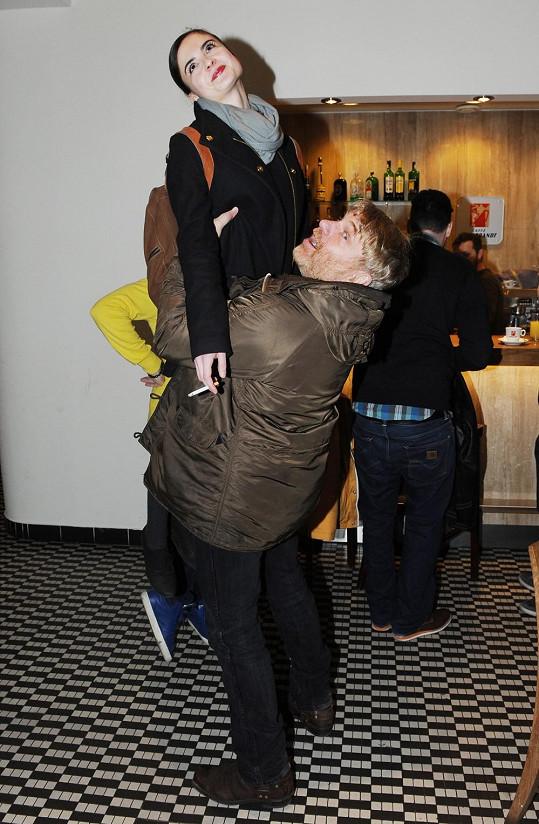 Režisér Vorel si zjevně své ženské hvězdy filmu Josefíkové váží.
