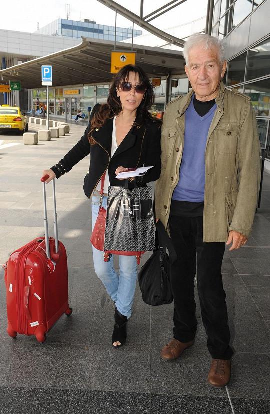 Londýnské přehlídky se zúčastnila i Heidi Janků s manželem.