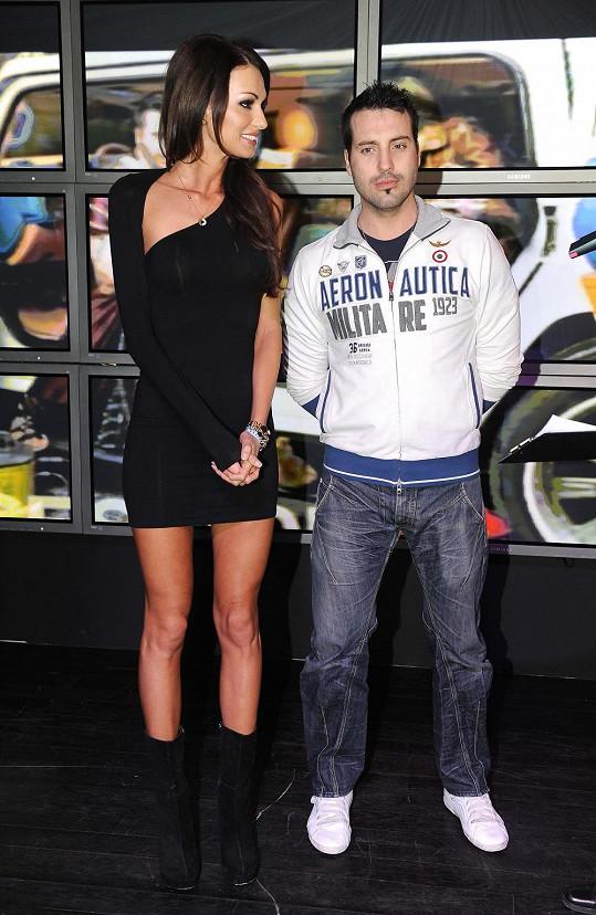 Eliška Bučková zvolila velmi krátké černé šaty.