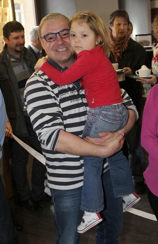 Martin Zounar je pyšným tatínkem.