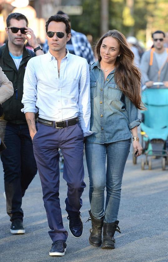 Marc Anthony a jeho nová mladinká přítelkyně Chloe Green.