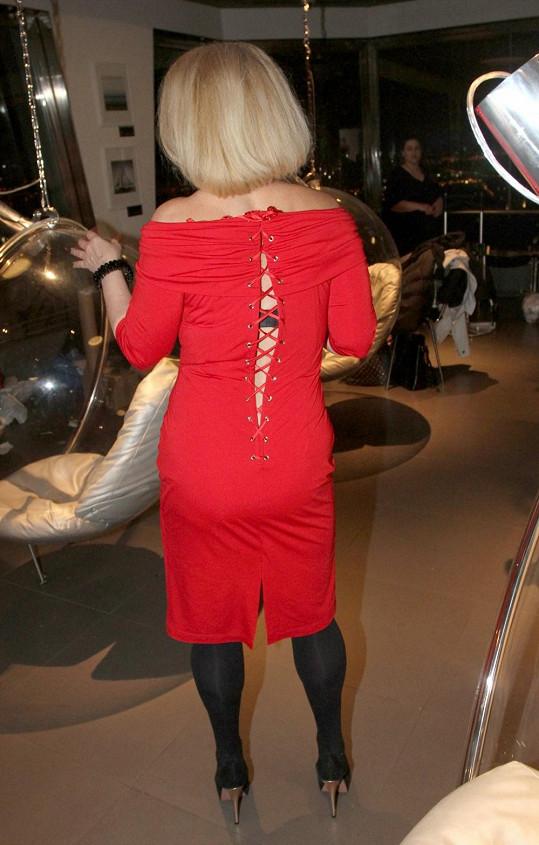 Asterová musí zhubnout ještě dvě konfekční velikosti, aby jí šaty padly.