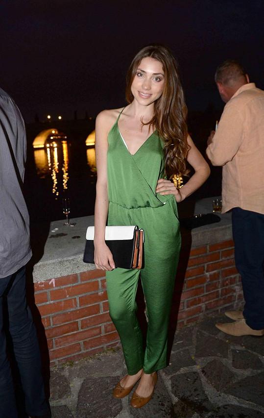 Modelka Denisa Domanská prý šla jen náhodou kolem.