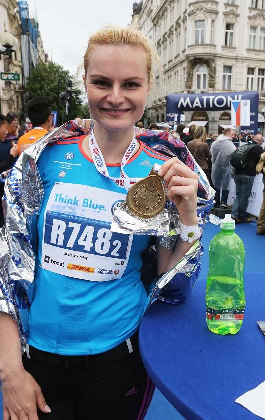 Herečka Iva Pazderková si zaběhla trať půlmaratonu.