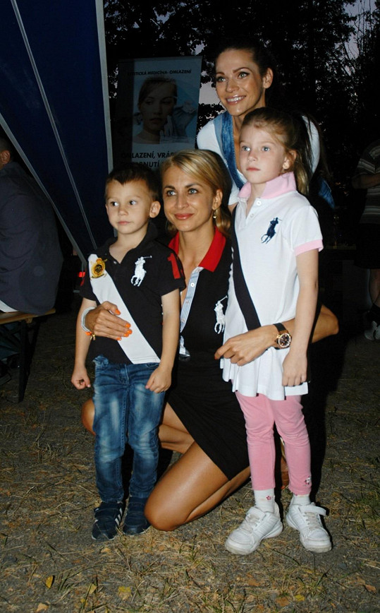 Andrea s dětmi a kamarádkou Petrou