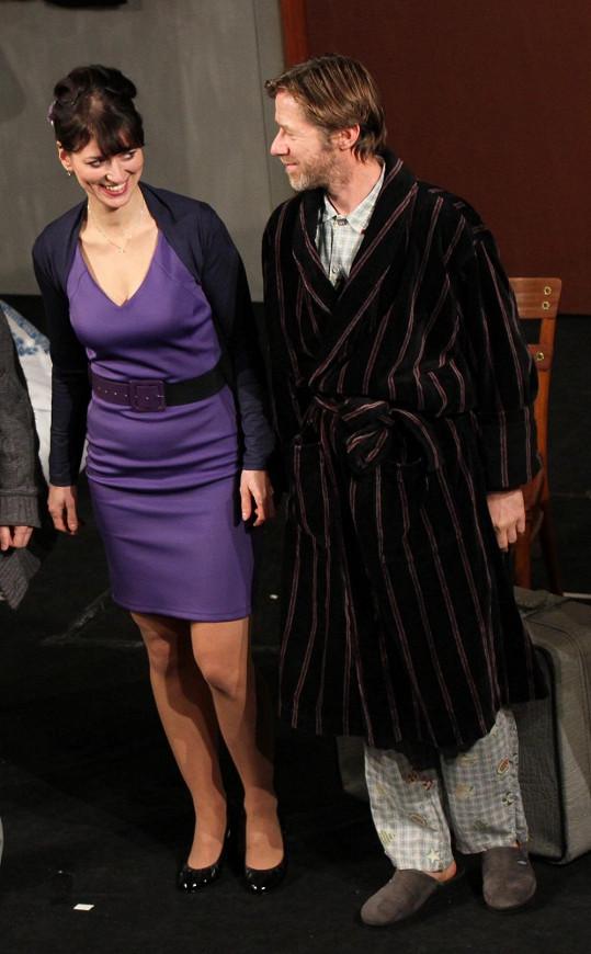 Milenci Adéla a Jiří vypadají velmi zamilovaně.