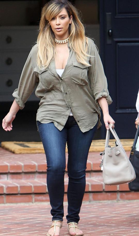 Kim se poprvé od porodu odhodlala vyjít mezi lidi.