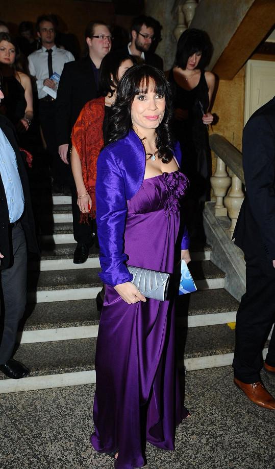 Nela Boudová si s outfitem také neporadila.