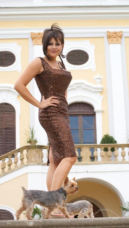 Na natáčení si v roce 2008 vzala Ilona i své psí miláčky.
