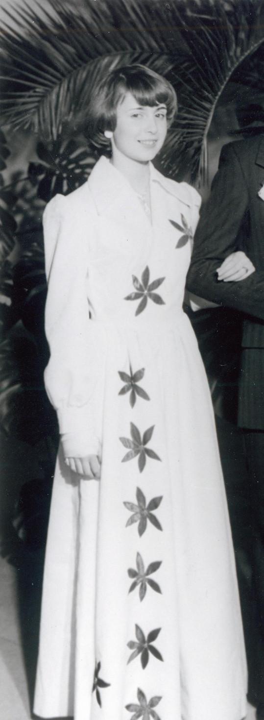 Ilona Svobodová jako dospívající dívka v tanečních.