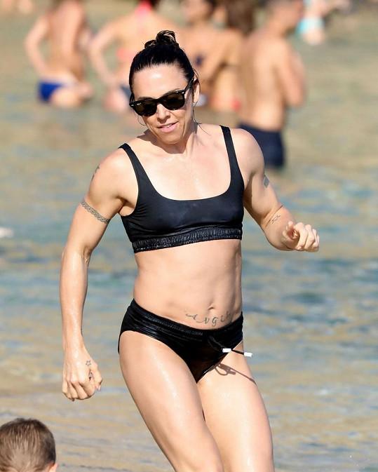 Mel C si užívá dovolenou na ostrově Mykonos.