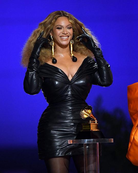 Beyoncé absolutně ovládla letošní Grammy.
