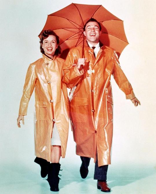 Debbie Reynolds a Genem Kelly v muzikálu Zpívání v dešti (1952)