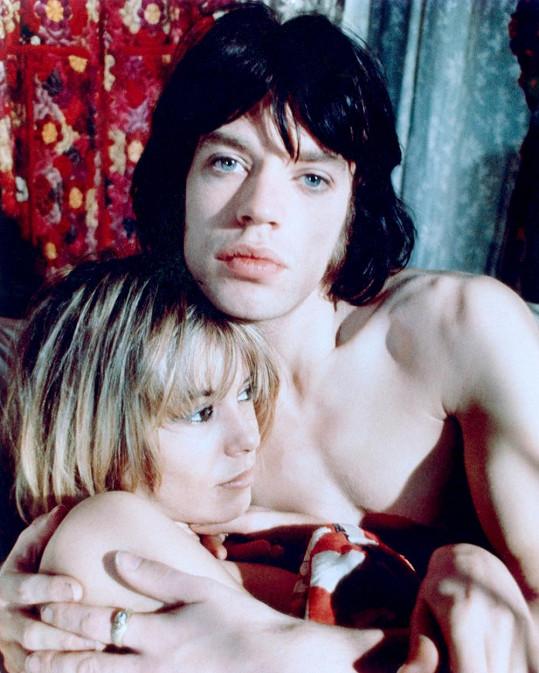 S Mickem Jaggerem si zahrála v kontroverzním filmu Představení (1970)
