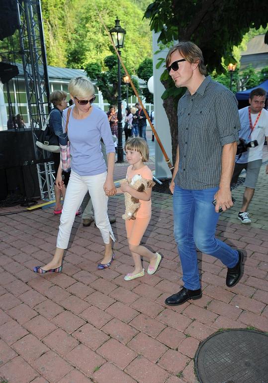 Michal Hrůza s manželkou a dcerou