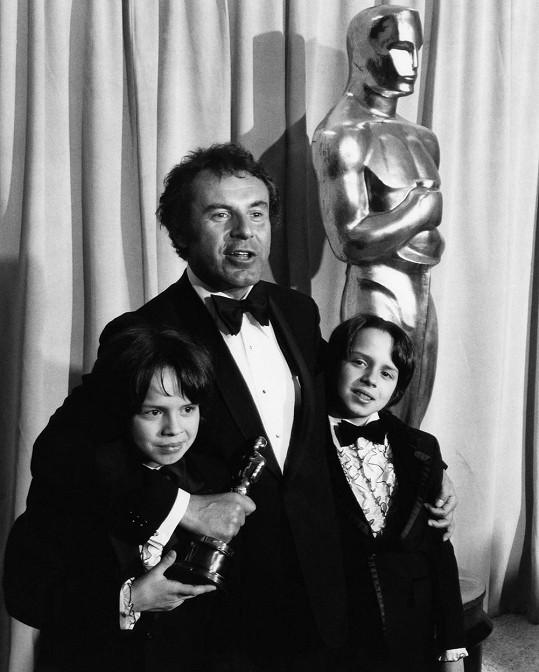 Miloš Forman s dvojčaty Matějem a Petrem na archivním snímku