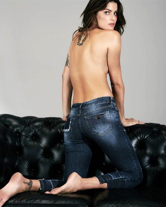 Na džíny tedy moc neupozornila...