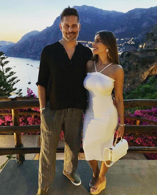 Sofia Vergara s manželem Joem Manganiellem na dovolené v Evropě.