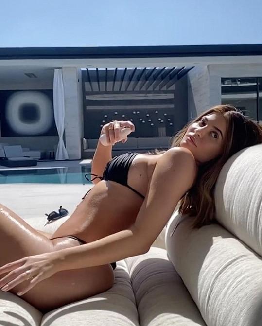 Kylie Jenner nažhavila fanoušky rajcovním videem.