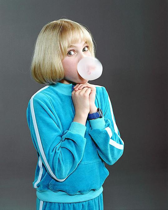 Ve filmu Karlík a továrna na čokoládu neustále žvýkala.