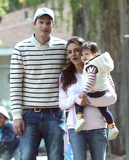 Ashton a Mila rozšiřují rodinu.