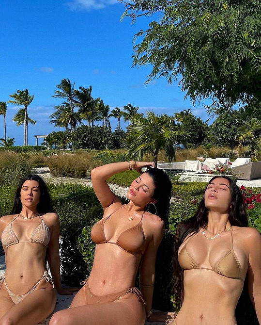 Zleva: Kourtney Kardashian, Kylie Jenner a Kim Kardashian