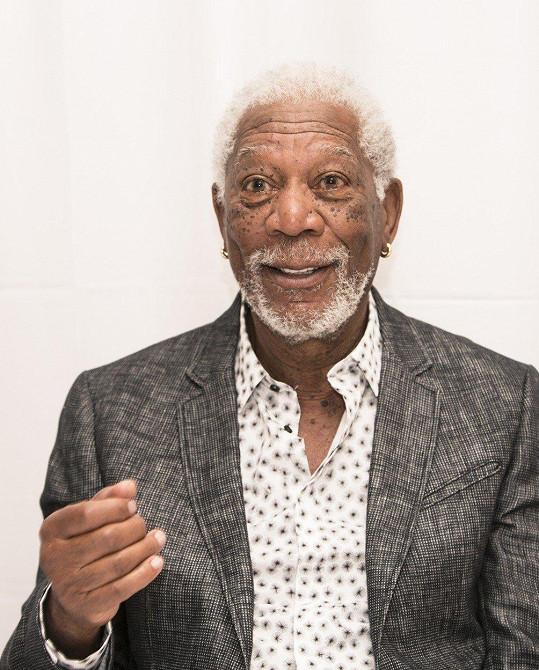 Morgan Freeman se za své chování omluvil.