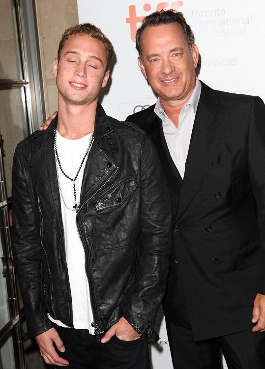 Tom Hanks se synem Chetem.