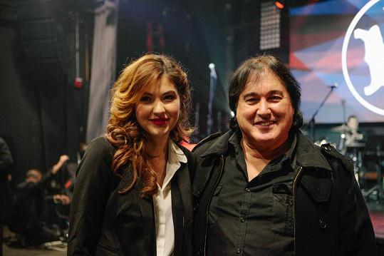 Celeste Buckingham pracuje na nové desce s držitelem Grammy Earlem Cohenem.